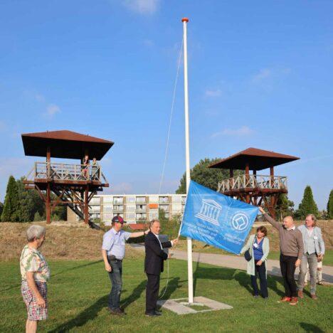 Blauwe Unesco-vlag wappert trots boven Park Matilo